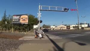 Tekerlekli sandalyesi tren raylarına sıkışan kişi son anda kurtarıldı