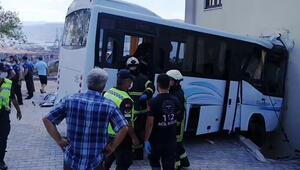 Jandarmaları taşıyan midibüs kaza yaptı: 8 yaralı var