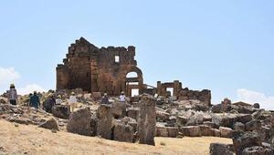 Zerzevan Kalesinin 1800 yıllık girişi bulundu