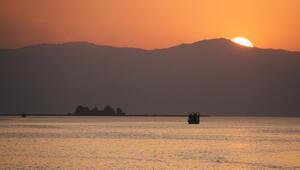 Beyşehir Gölünde günbatımı turları yoğun ilgi görüyor