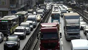 Avcılar D-100de yoğun trafik