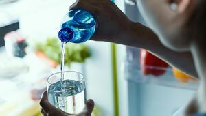Migreni bol su içerek kontrol altına alabilirsiniz