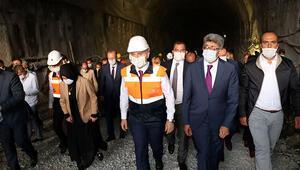 Bakan Karaismailoğlu Van-Hakkari yolunda yapılan Güzeldere Tüneline ziyaret