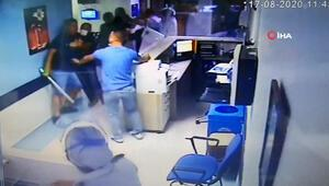 Demir çubuklarla hastaneyi bastılar, doktor ve güvenlik görevlisini hastanelik ettiler