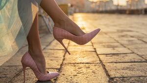 Topuklu ayakkabılarla daha kolay yürümek için 5 temel ipucu