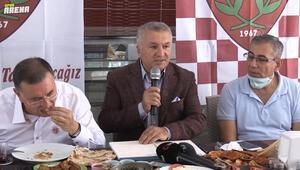 Hatayspor yönetimi sıradışı bir basın toplantısı düzenledi, transfer açıklamasında aynı zamanda yöreye ait yemekler yendi