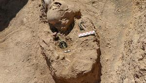 Vandaki kazılarda bulundu... Kolunda ejder başlı iki bilezik var