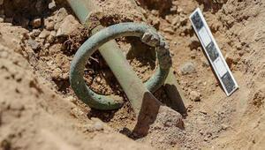 Vandaki kazılarda kolunda ejder başlı iki bilezik olan çocuk iskeleti bulundu