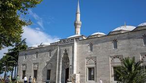Yavuz Sultan Selim Cami, ince işçiliği ve süslemeleriyle hayran bırakıyor