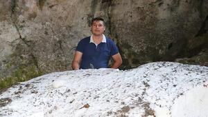 Mağaranın karı yazın bile erimiyor... İçeride binlerce yıllık kar kütleleri var
