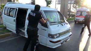Antalyada sürücüsünün uyuduğu iddia edilen minibüs refüje çıktı: 2 yaralı