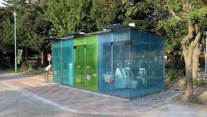 Japonyada şeffaf görünümlü teknolojik tuvalet kullanıma sunuldu
