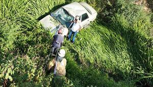Sarıyerde dereye uçan otomobildeki sürücüyü itfaiye kurtardı