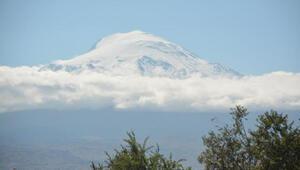 Ağustosta Ağrı Dağına kar yağdı