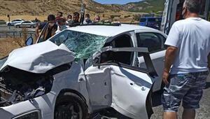 Adıyamanda otobüs ile otomobil çarpıştı: 2 yaralı