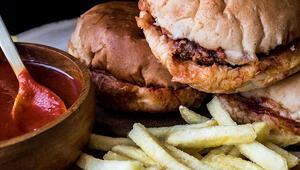 Islak hamburger nasıl yapılır Evde ıslak hamburger yapımının tarifi ve püf noktaları
