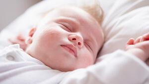1 aylık bebek gelişimi - 1 aylık bebeğin boyu, kilosu, beslenmesi, uykusu ve gelişim tablosu