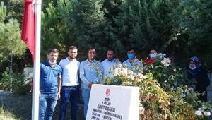 Şehit arkadaşının mezarını ziyaret ettiler