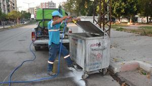 Ceyhanda çöp konteynerleri ilaçlandı