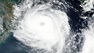 Güney ve Kuzey Korede hızla yaklaşan Bavi tayfunu paniği