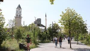Tirandaki Osmanlı mirası Saat Kulesi, şehrin önemli sembollerinden biri olmaya devam ediyor
