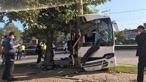 Son dakika... Bursada işçileri taşıyan servis aracı elektrik direğine çarptı: 2 ölü, 17 yaralı