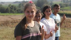 Ceyhanda tarlada çalışıp çobanlık yapan öğrenciler fen lisesini kazandılar
