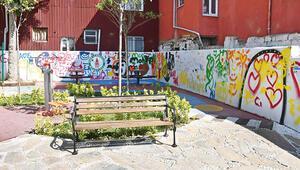 Parka baskın Maskeli 4 kişi, bankta oturan gençleri taradı