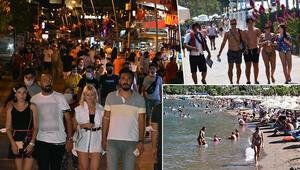 Marmariste gündüz plaj ve havuz başları, akşam sokaklar dolu