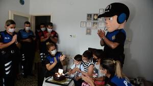 Siren sesinden korkan 3 yaşındaki Ömere, polisten sürpriz