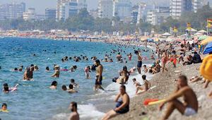 Son dakika haberler: Antalyada hissedilen sıcaklık 47 dereceyi buldu... Sahiller doldu taştı