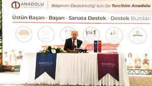 Rektör Prof. Dr. Erdal, başarı burslarını kazanan öğrencileri bizzat arayıp tebrik etti
