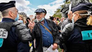 Pariste maske karşıtı gösteri