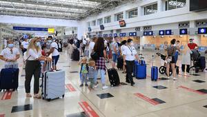Antalyada 65 bin turiste koronavirüs testi yapıldı