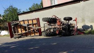 Malkarada traktör devrildi: 1 yaralı