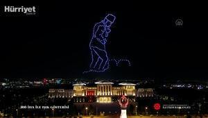 Cumhurbaşkanlığı Külliyesinde Zafer Bayramına özel 300 İHA ile ışık gösterisi yapıldı