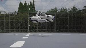 Uçan araba hayali gerçek oldu, 4 dakika havada kaldı
