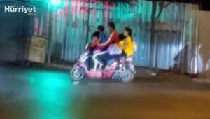 İstanbul'da motosiklette 5 kişilik ailenin tehlikeli yolculuğu kamerada