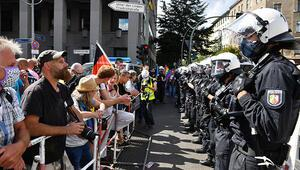 Korona protestosu hareketi PEGIDA'ya dönüşüyor