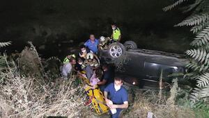 Kontrolden çıkan otomobil köprüden dereye uçtu
