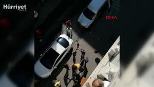 Zeytinburnunda esnafla yoldan geçenlerin bıçaklı kavgası kamerada