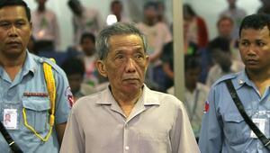 Kamboçyada Kızıl Kmerlerin baş gardiyanı cezaevinde öldü
