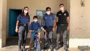 Emniyet müdürü, bisikleti bozulan çocuğa yenisini hediye etti