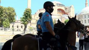 İstanbul Büyükşehir Belediyesinin atlı zabıta birimi ilk kez Ayasofya Meydanında