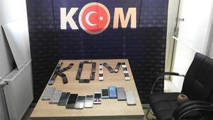 Tatvan'da 39 adet kaçak cep telefonu ele geçirildi