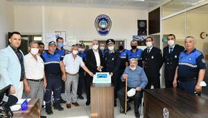 Mustafakemalpaşada zabıta personeline kutlama