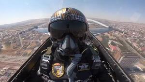 SOLOTÜRK ekibi, Sivas'ta saygı ve selamlama uçuşu yaptı