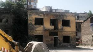 Kayseride metruk binalar yıkılıyor
