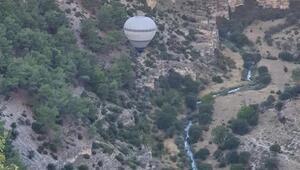 Ulubey Kanyonlarında sıcak hava balonu uçtu