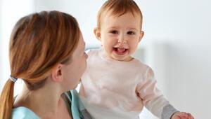 """""""Bebeğim kucaktan inmek istemiyor, ne yapmalıyım"""""""